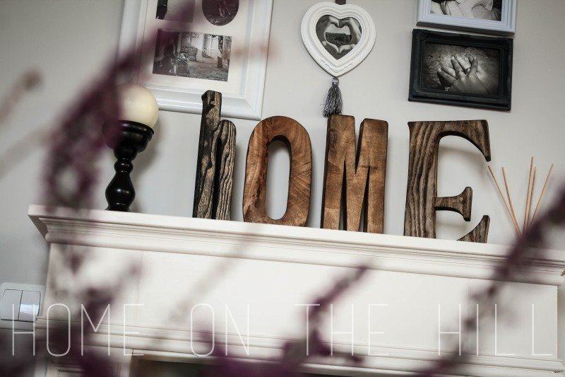 drewniane litery, napis z drewna, atrapa kominka