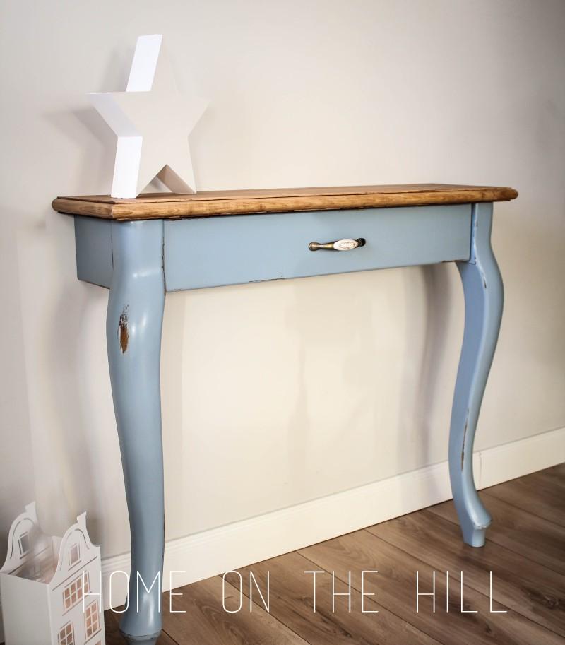 własnoręcznie zrobiony mebel, niebieska konsolka, konsolka na dwóch nogach