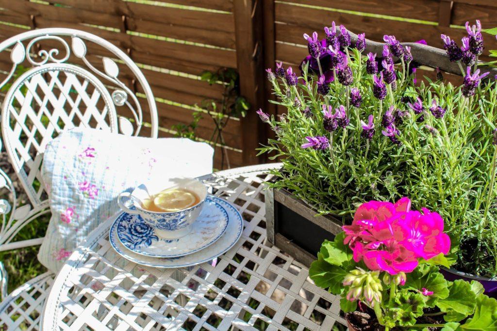 romantyczne meble do ogrodu
