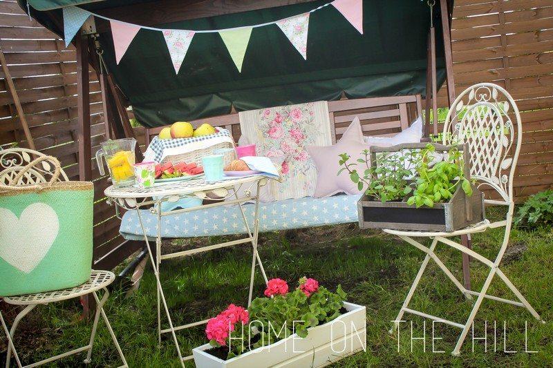 meble ogrodowe, przyjęcie w ogrodzie, pleciony kosz, melamina rice