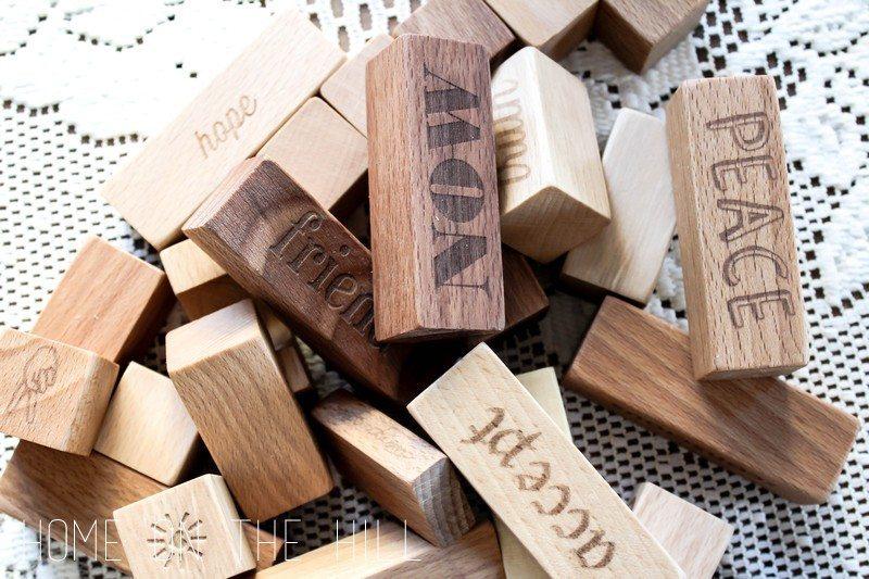 klocki z drewna wooden story