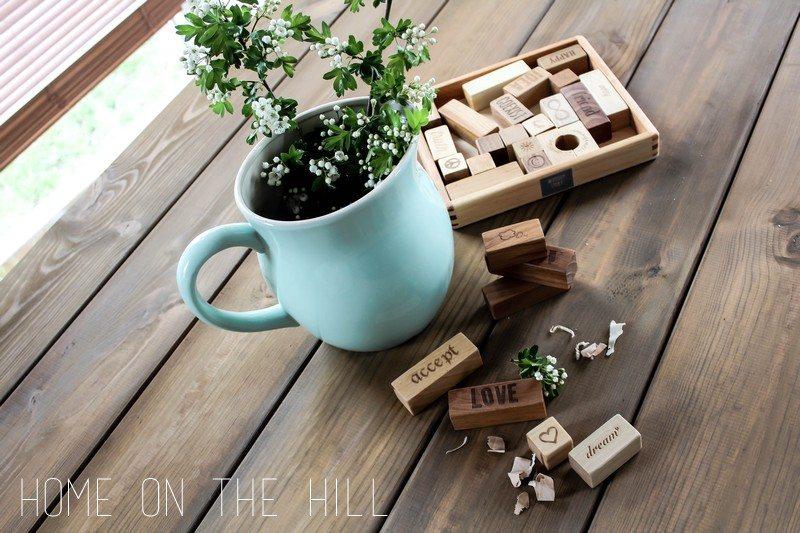 drewniany stół, blog lifestylowy