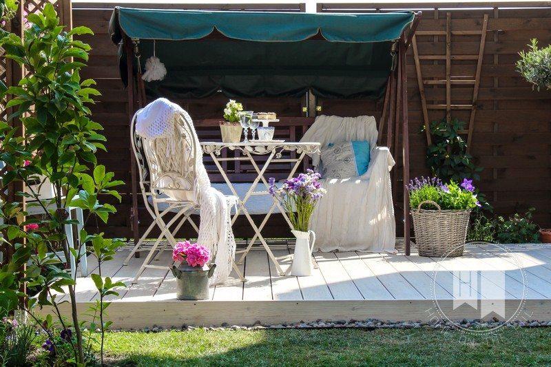 taras w małym ogrodzie