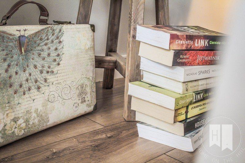 dodatki wnętrze , książki we wnętrzu