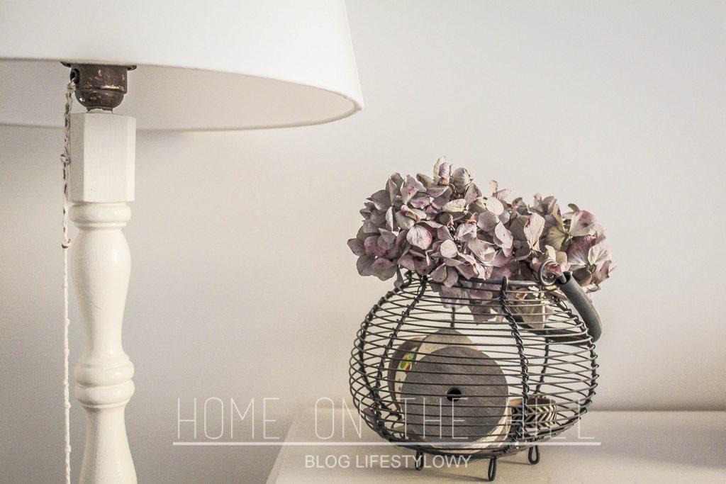 lampa-podłogowa-biała