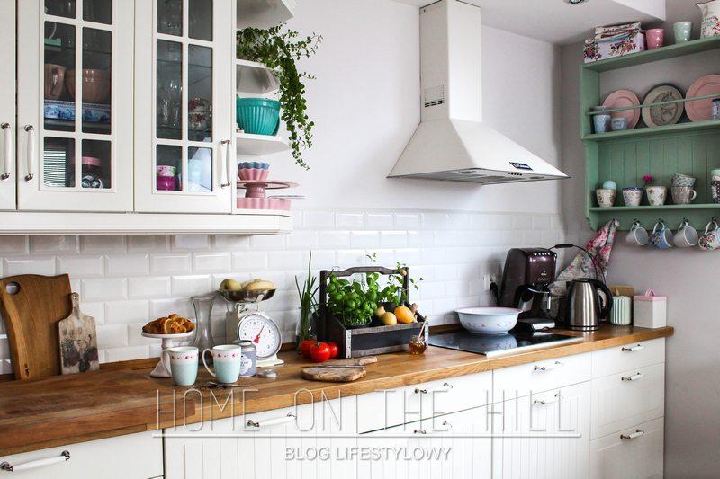 biała-kuchnia-w-stylu-skandynawskim