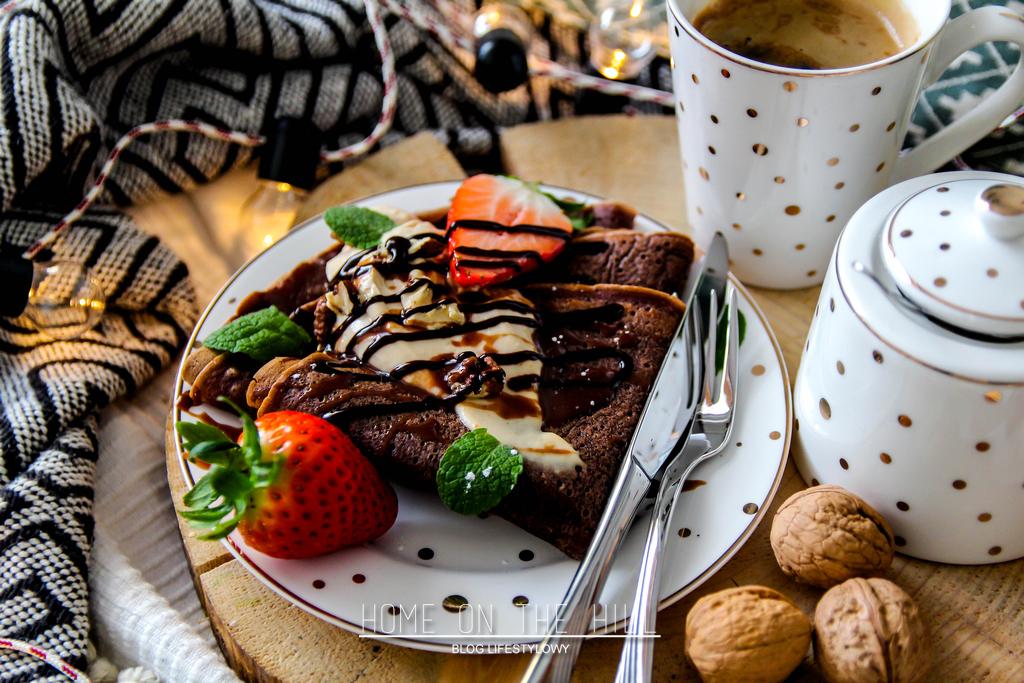 czekoladowe naleśniki pod słońcem z kremem z mascarpone i masła orzechowego