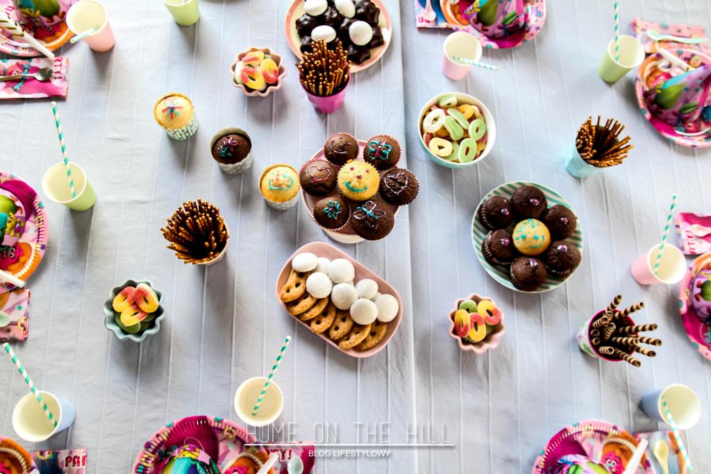 dekoracje stołu na dziecięce urodziny