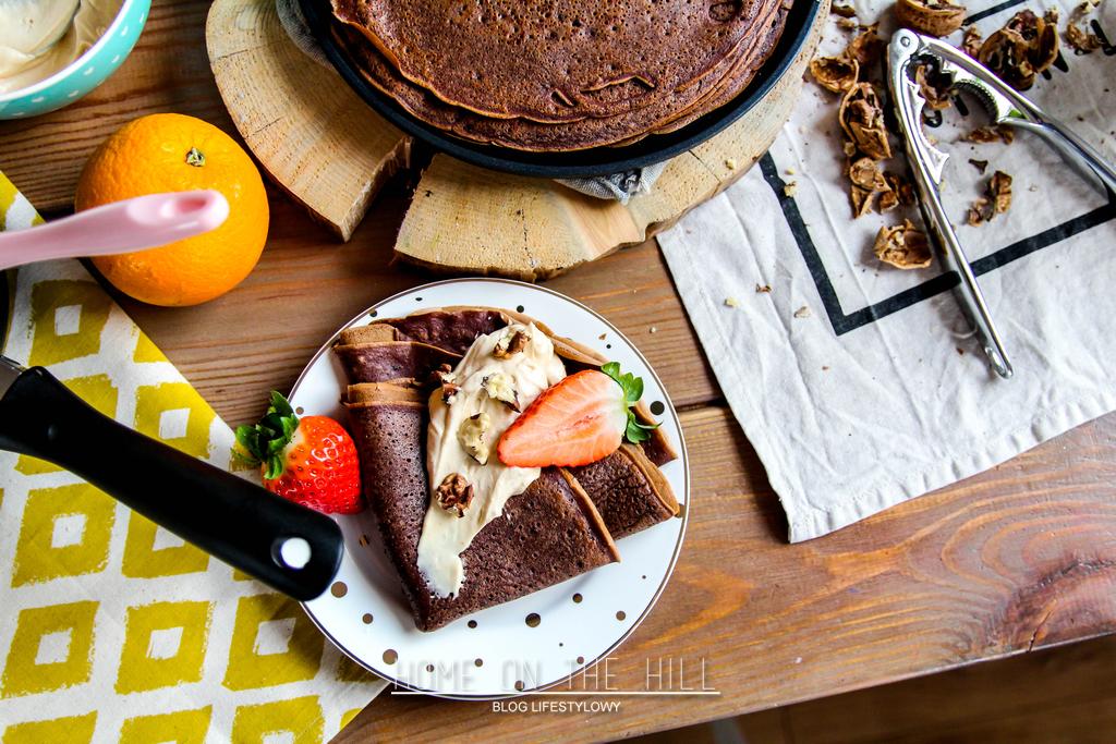 nalesniki-z-czekolada-i-truskawkami