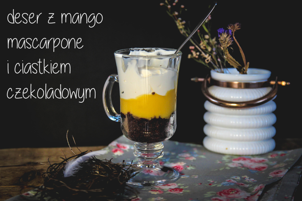 deser z mango, mascarpone i ciastkiem czekoladowym