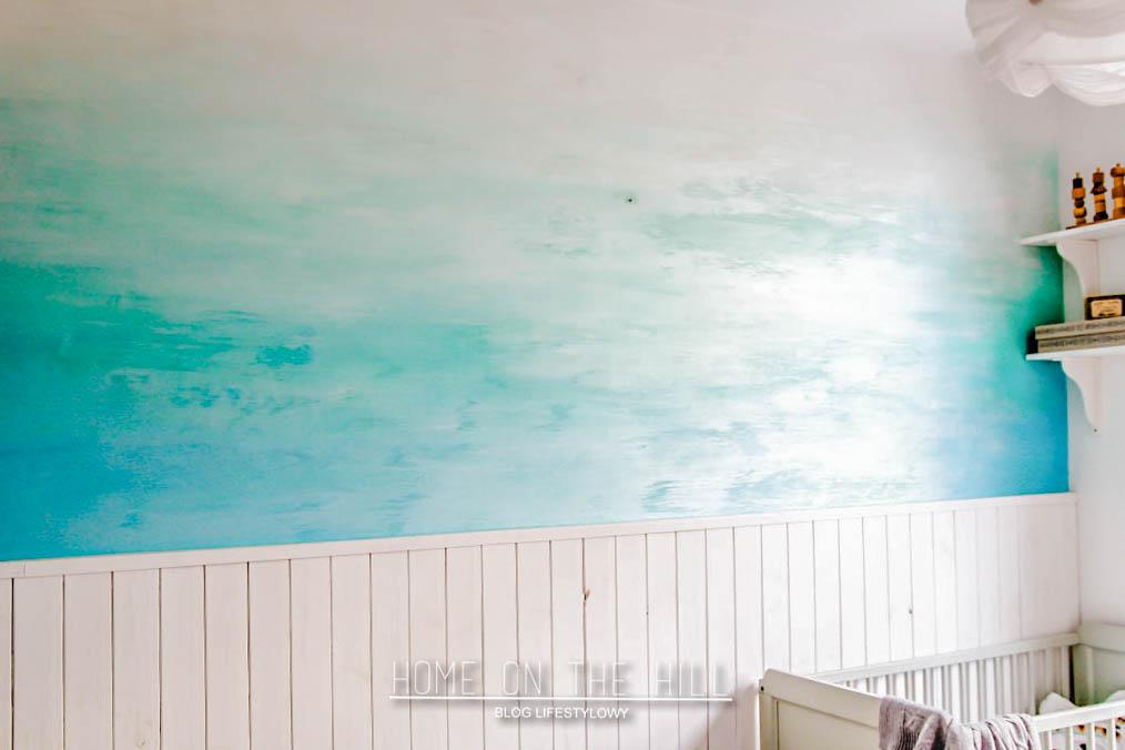 ściana w morskim stylu