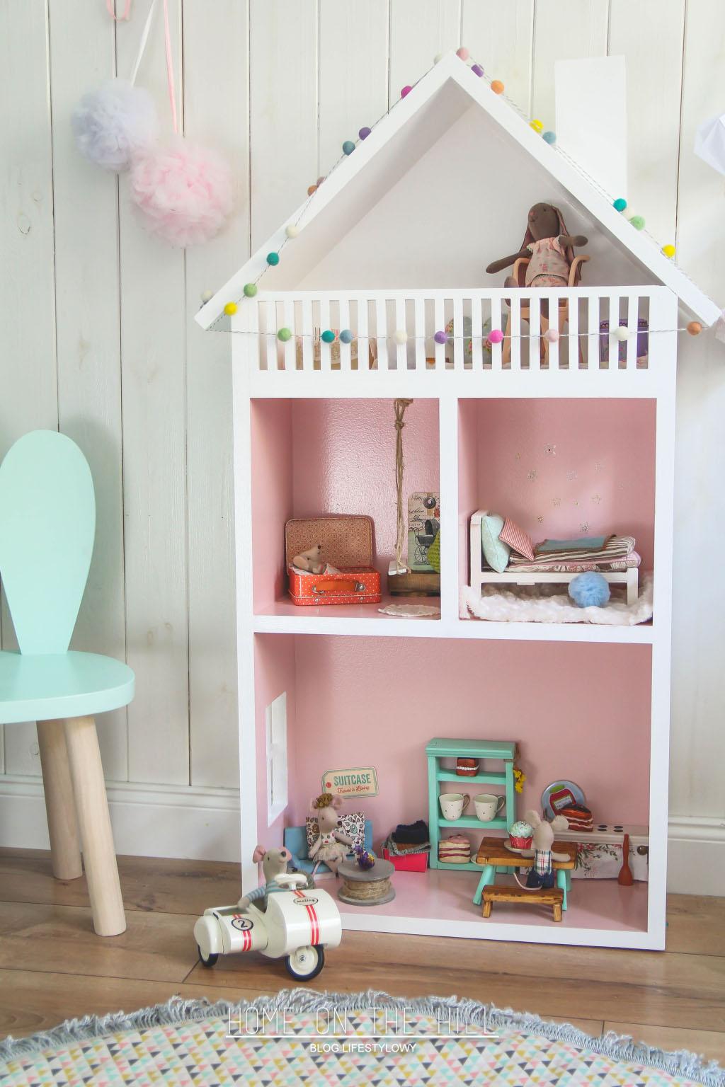 6eef9c3553d3f1 W dziecięcym pokoju; domek dla myszek i garść skarbów rozwijających  wyobraźnię.