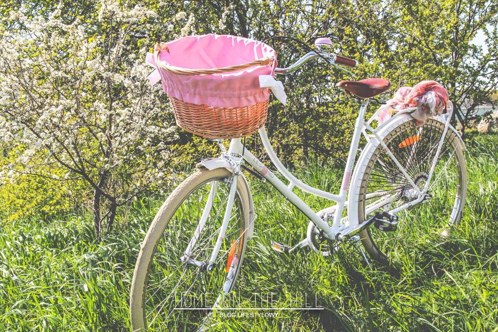 biały-rower-z-koszykiem