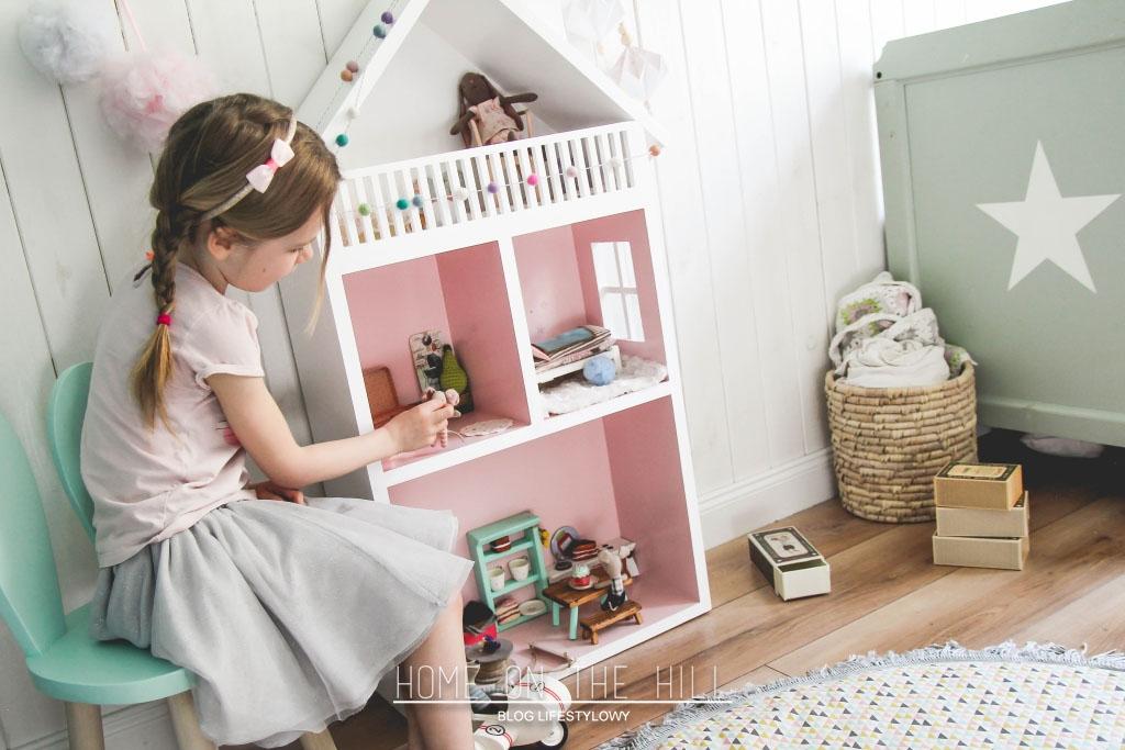 d937bb1ef40295 W dziecięcym pokoju; domek dla myszek i garść skarbów rozwijających ...