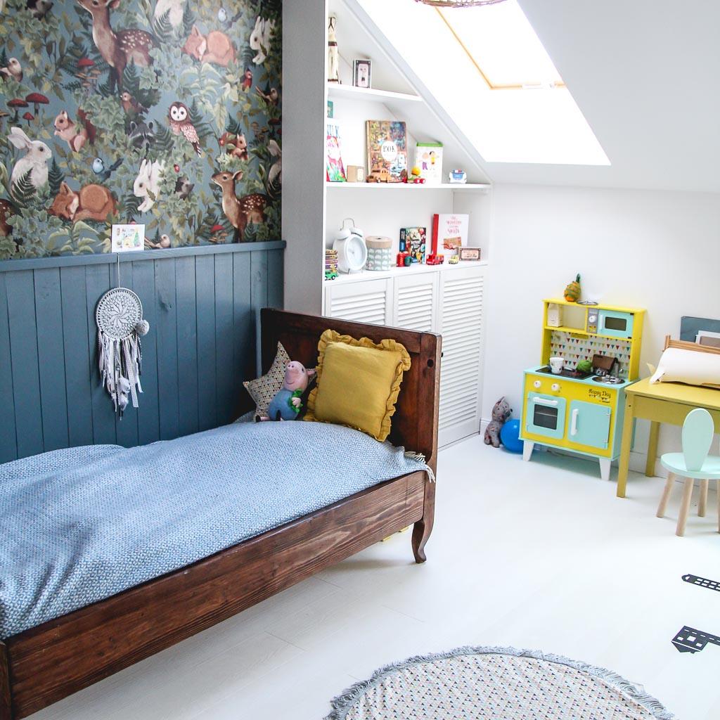 stare meble w pokoju dziecięcym