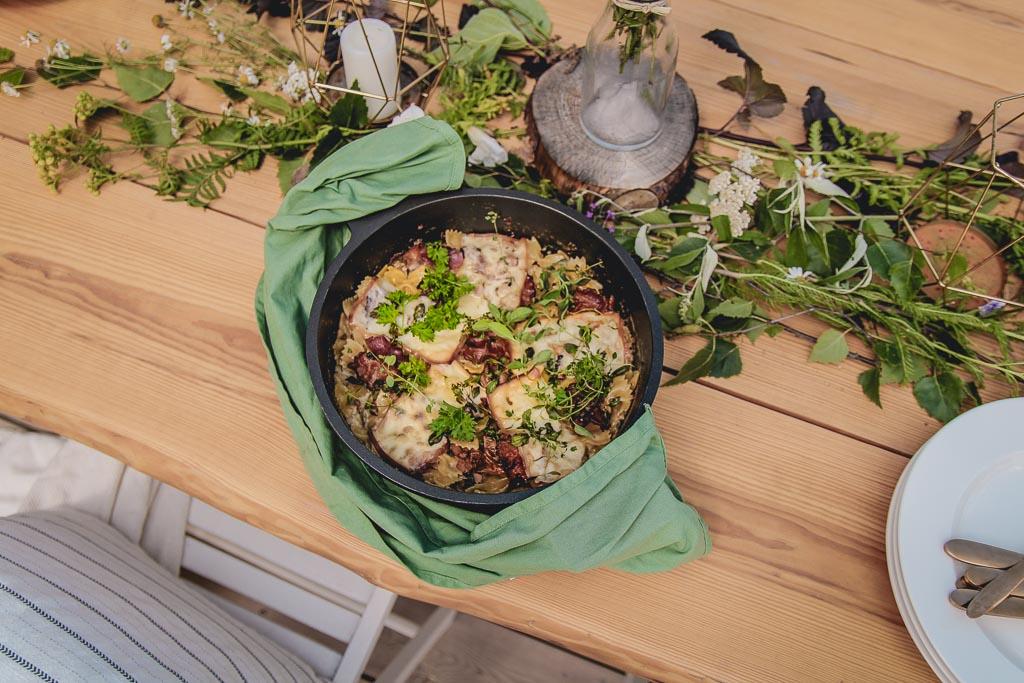 makaron z kurkami w sosie śmietanowo-boczkowym