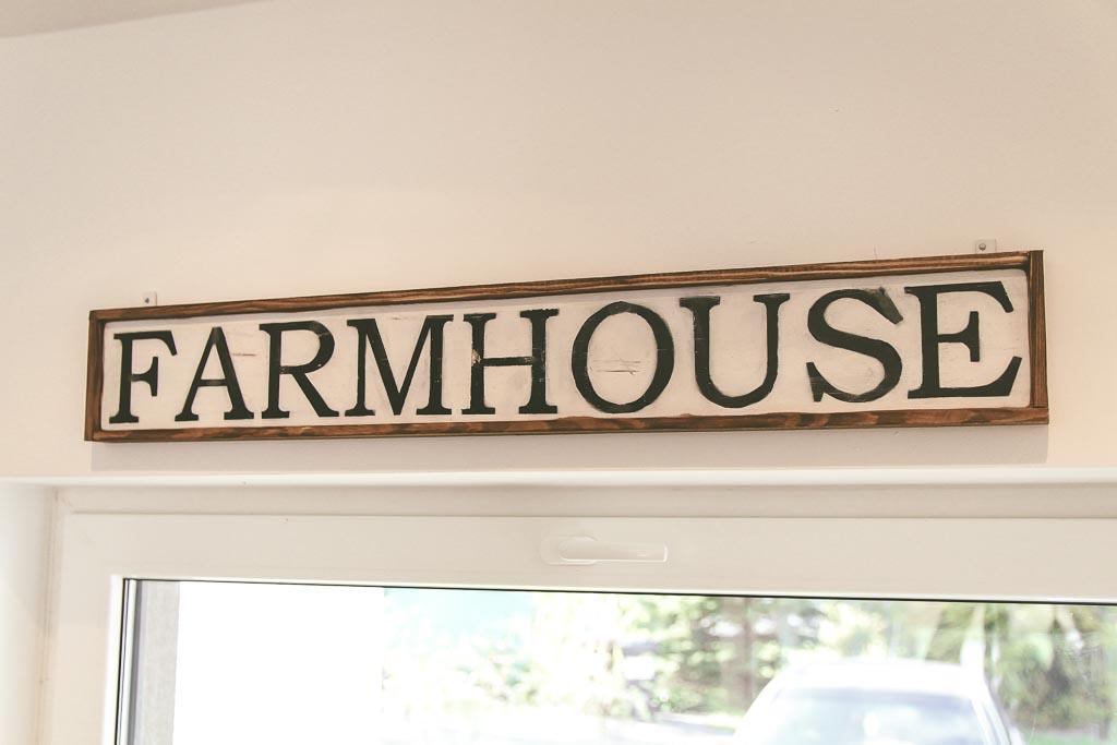 napis farmhouse
