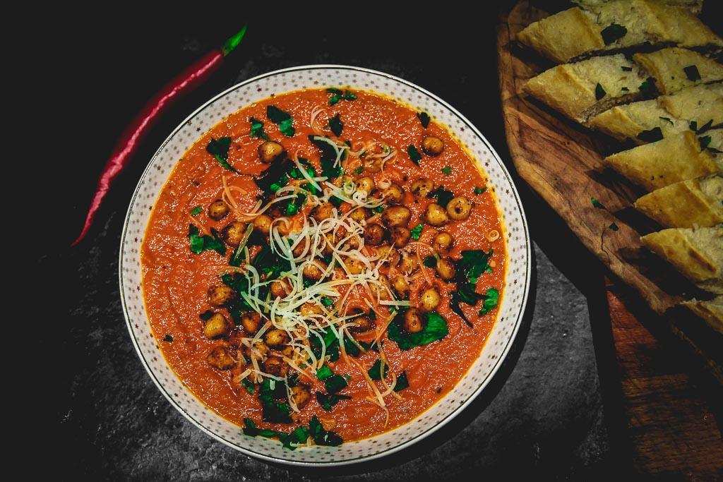 Krem z pomidorów z ciecierzycą