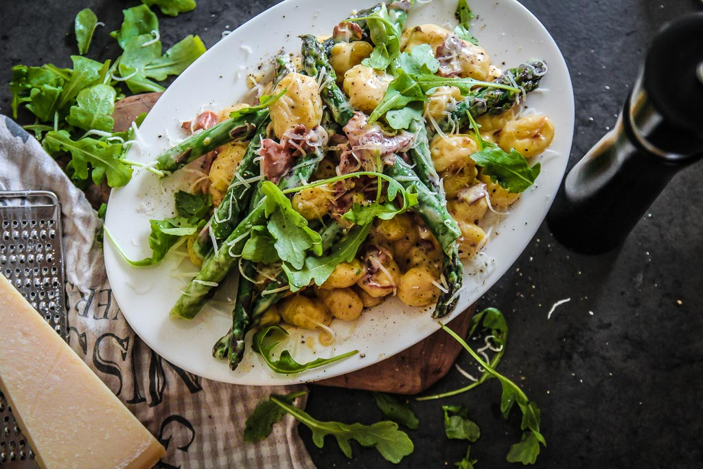 Gnocchi ze szparagami w sosie parmezanowym