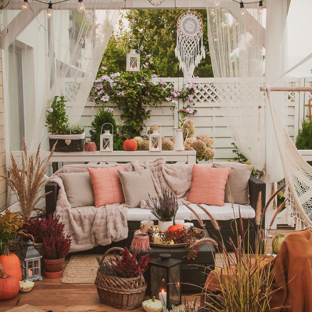 jak dekorować przestrzeń na zewnątrz