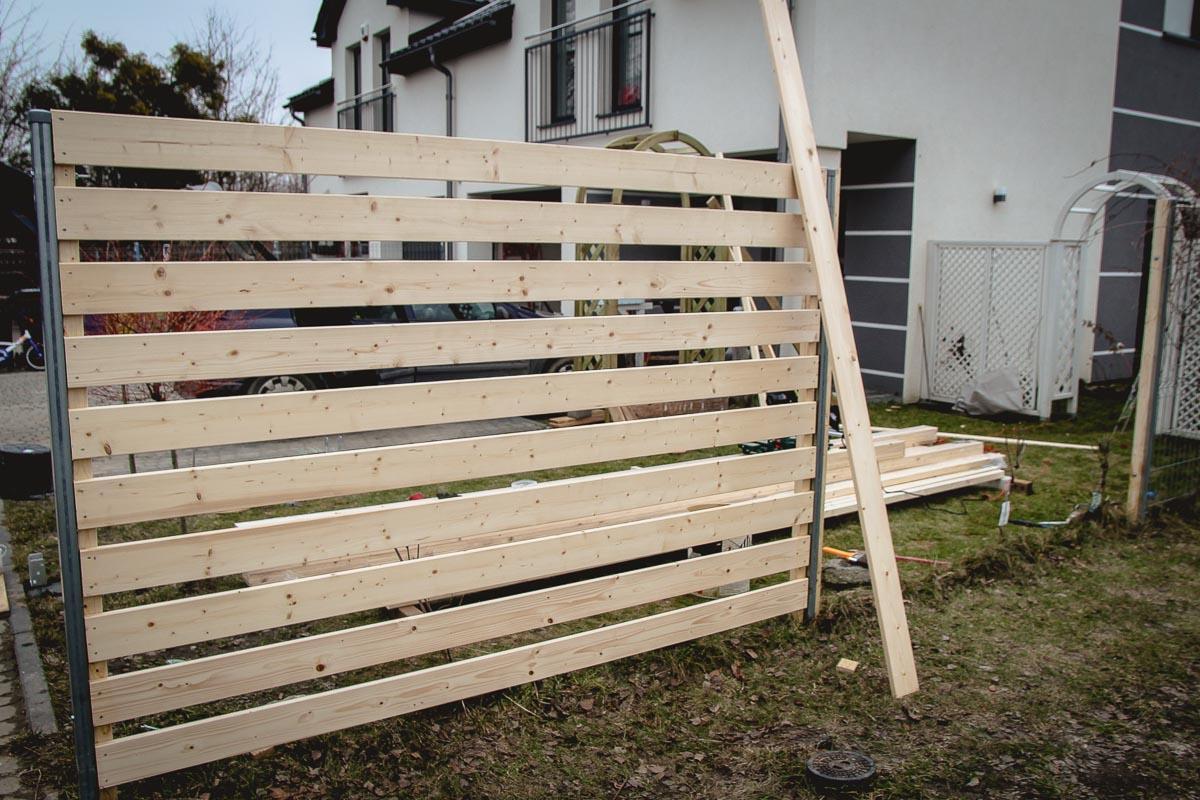 Jak przerobić płot panelowy na drewniany
